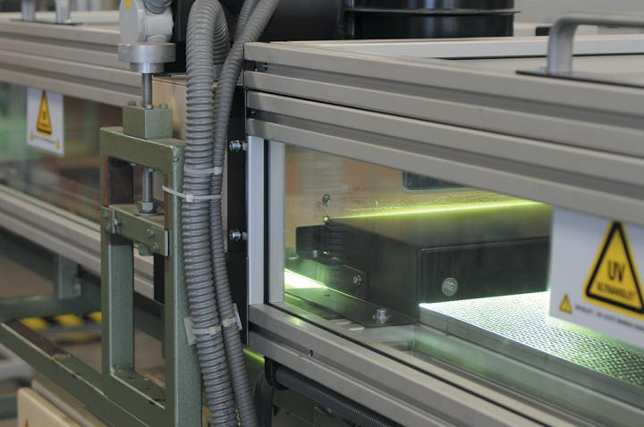 UV curing installation